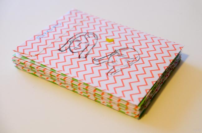 stapel enveloppen met kaarten