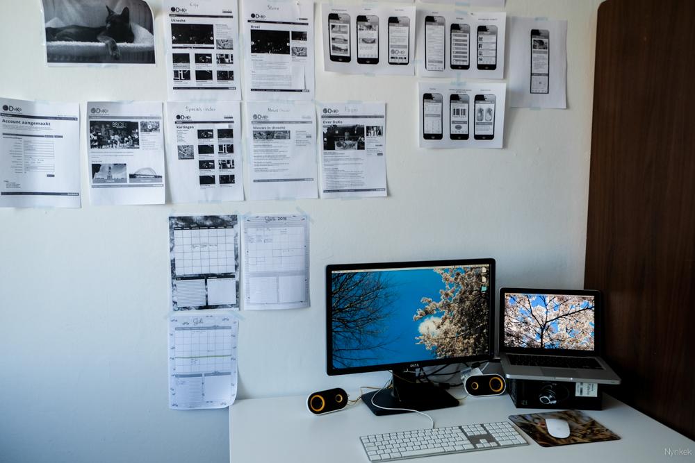 Mijn werkplek thuis met standing desk.