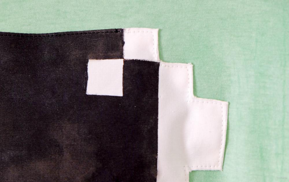 Naai je pixelart op je shirt. Let op de kleur draden.