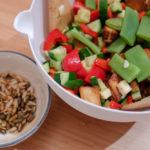 Linzen/courgette-salade met pitjes en gerookte tofu