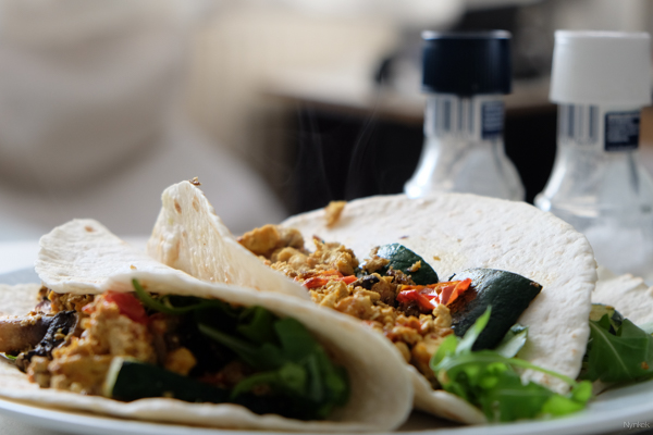 Vegan Challenge - Wrap with vegetables and scrambled tofu