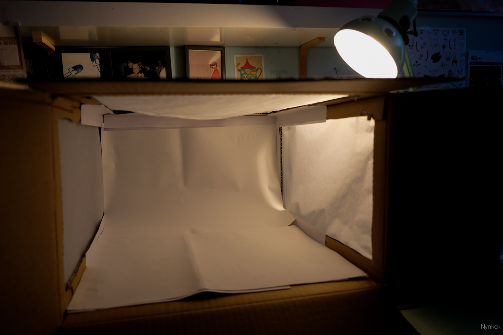Productfotografie in lightbox met lamplicht
