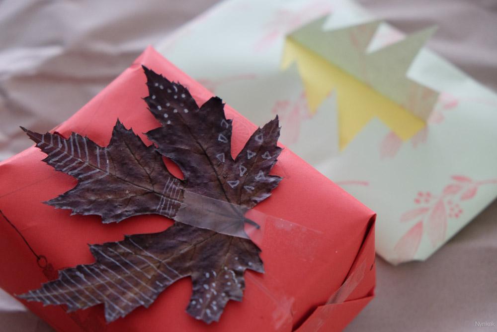 Versier je cadeautjes met gedroogde bladeren