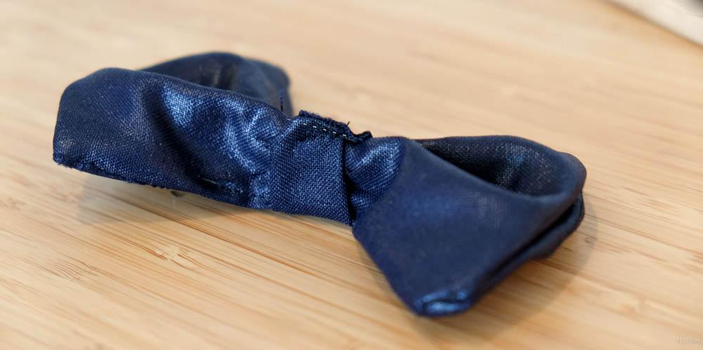 """Stap 8. Doe de strook om je strik heen om de """"knoop"""" te maken."""
