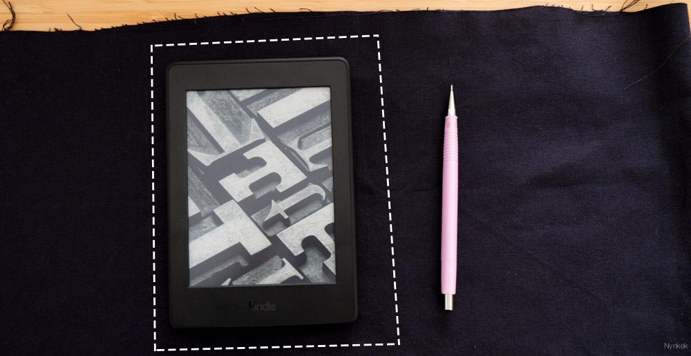 Heb je een grotere ereader of een tablet of laptop? Geen probleem, pas de stof aan naar jouw object.
